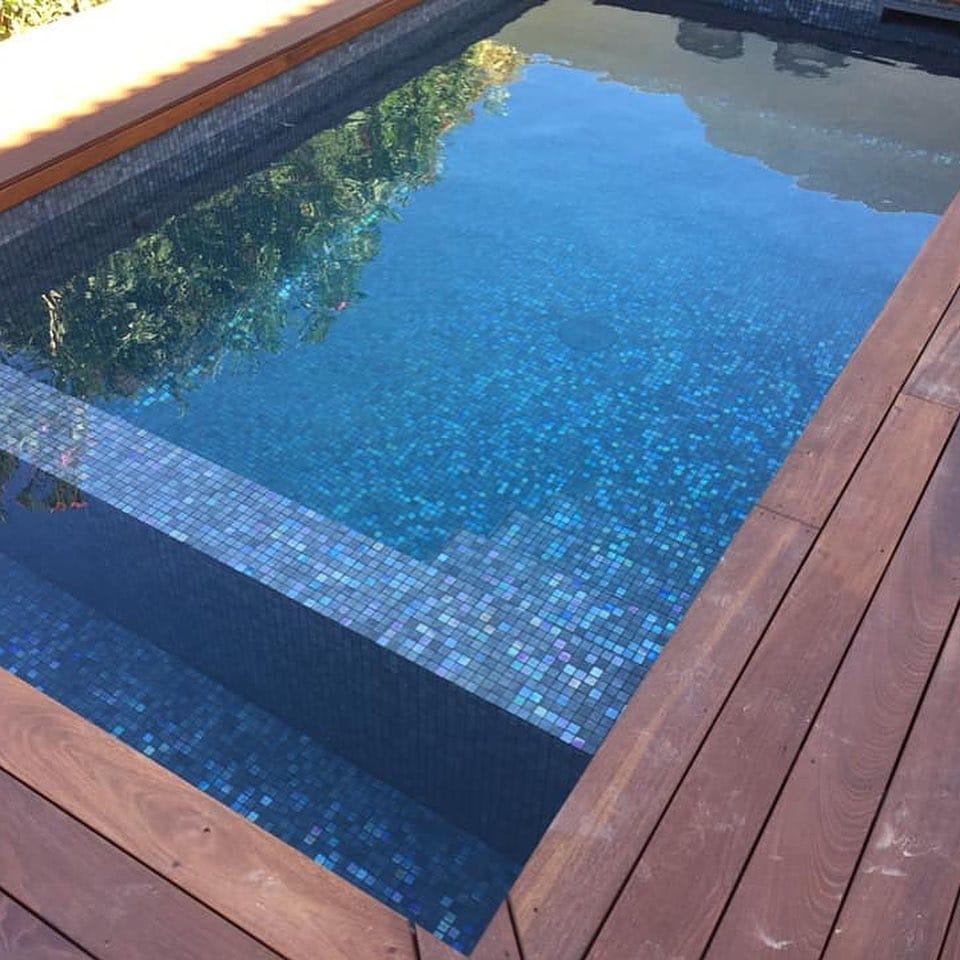 carrelage d'une piscine posée par votre carreleur sur St Jean de Vedas